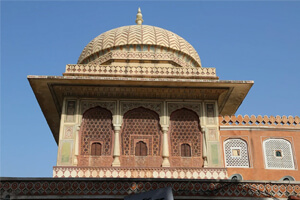 Sandstone Jharokha Giving a Traditional Feel To Your Home