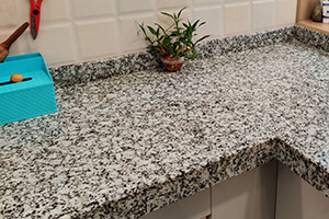 Platinum White Granite Kitchen Countertops For An Aesthetic Touch