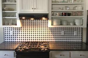 Contrasting Backsplash And Kitchen Countertop