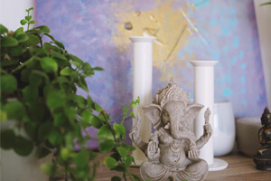 Homely Marble Candle Stands In This Festive Season