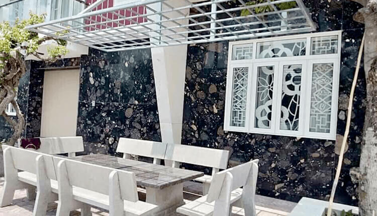 Pebble Black Granite For Your Interiors and Exteriors